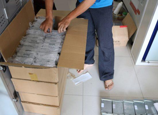 Đóng gói giao hàng sản phẩm điện tử